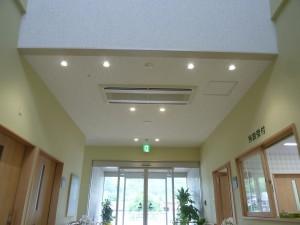 空調室内機(天カセ2方向)