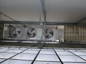 庫内冷却器据付状況